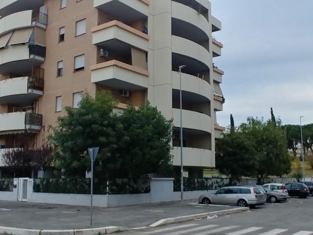 Appartamento in Vendita a Roma via Luciano Conti Ponte di Nona