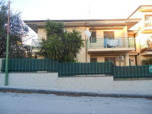 Villa in Vendita a Valverde via b di Tenda Semicentrale