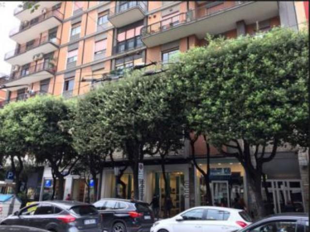 Negozioo in Affitto a Bari Corso Camillo Benso di Cavour 149, Murat