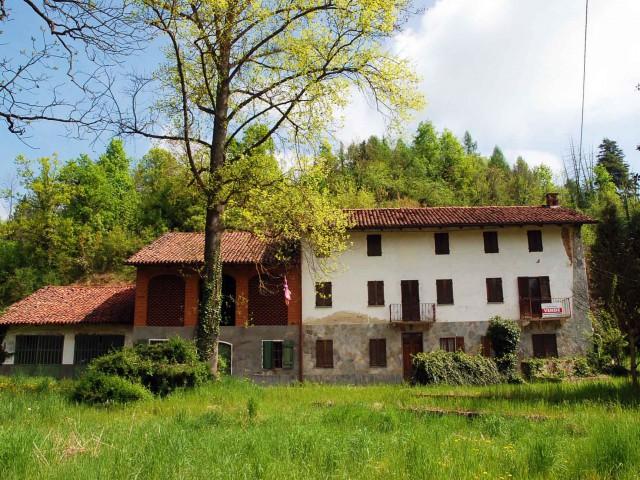 Rustico Casale Corte in Vendita a Castelnuovo Don Bosco, Castelnuovo Don Bosco