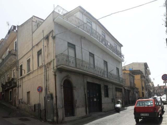 Appartamento in Vendita a Bronte via Card de Luca 218 Centrale
