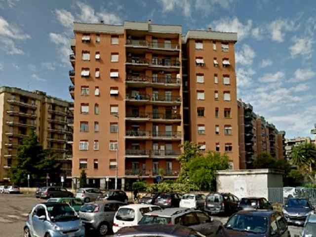 Appartamento in Vendita a Roma via Libero Leonardi 193 Cinecittà Est