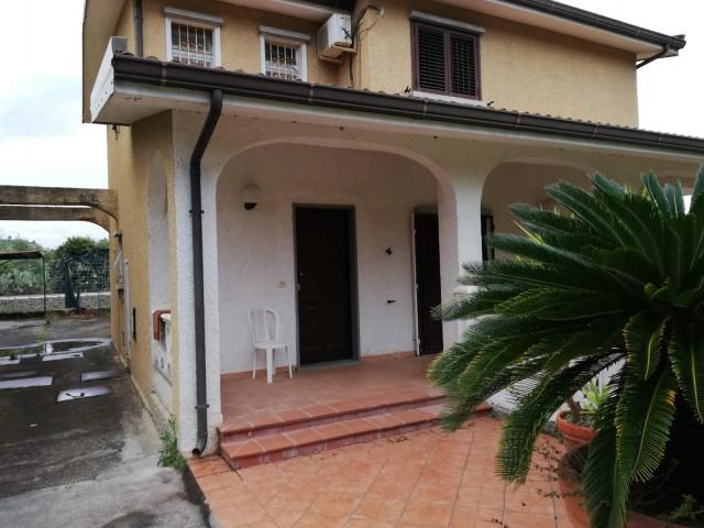 Villa in Vendita a Borgia Roccelletta
