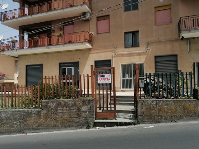Negozio in Affitto a Bronte via Palermo 98 Vicino Mercato