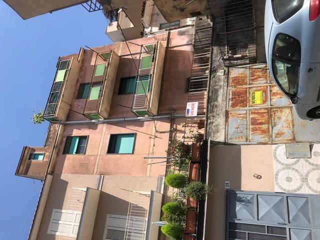 Appartamento in Vendita a Bronte via Madonna della Catena 12 Semi Centrale