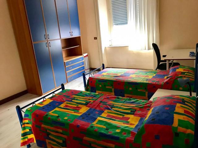 Appartamento in Affitto a Napoli Nardones 35, Centro Storico Napoli