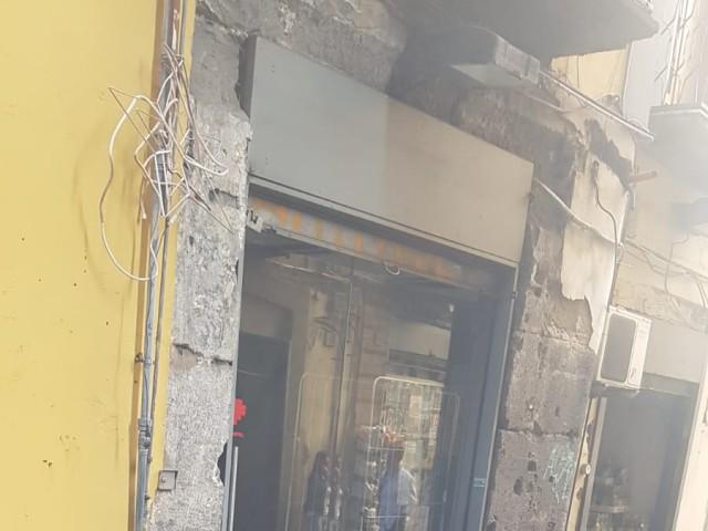 Locale Commerciale in Affitto a Napoli via Dei Tribunali 164, Centro Storico Napoli