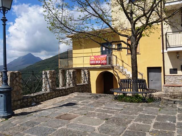 Casa Indipendente in Vendita a Giffoni Valle Piana