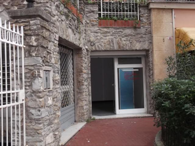 Locale Commerciale in Affitto a Genova via Oberdan Nervi