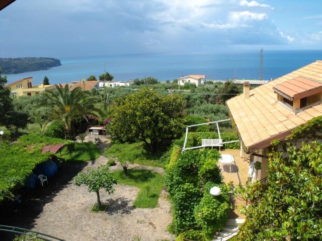 Appartamento in Affitto a Praia a Mare via Ramelli, Loc Foresta