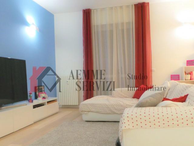 Appartamento in Vendita a Milano via Renato Serra