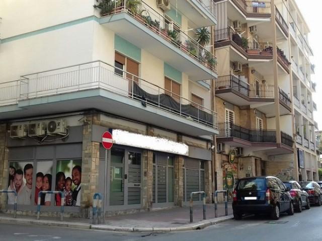Locale Commerciale in Vendita a Bari via Enrico Toti Carrassi