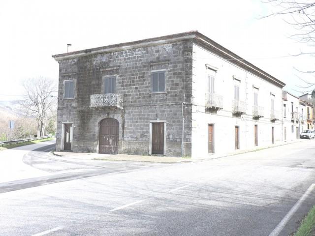 Edificio Stabile Palazzo in Vendita a Sessa Aurunca Cascano Cascano