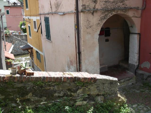Appartamento in Vendita a Genova via Binelle Zona Apparizione Bavari