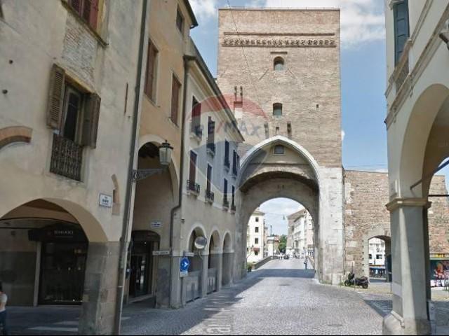 Appartamento in Vendita a Padova Ponte Molino Centro Storico