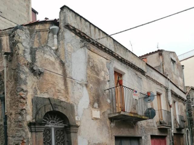 Indipendente in Affitto a Bronte via r Imbriani 70 Centrale