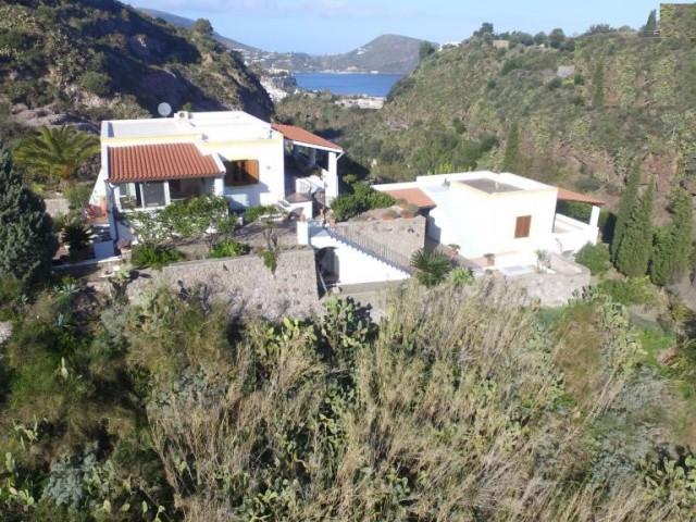 Villa Bifamiliare in Vendita a Lipari via Candali Candali