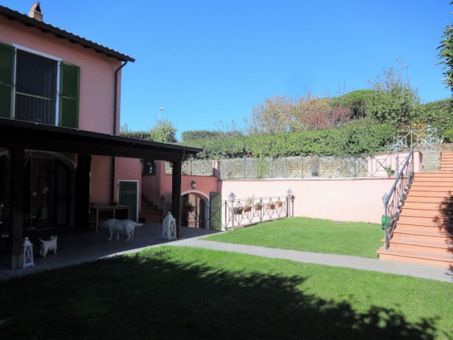 Villa in Vendita a Formello Viale India le Rughe