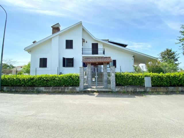 Villa in Vendita a Quattordio via Don Teodo 2