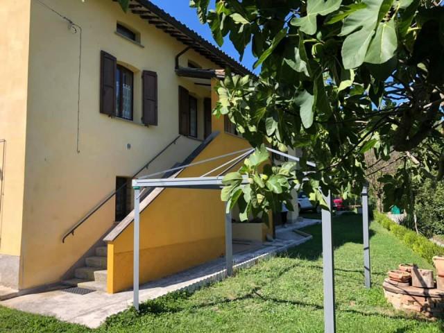 Rustico Casale Corte in Vendita a Valtopina