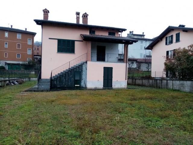 Villa in Vendita a Travo