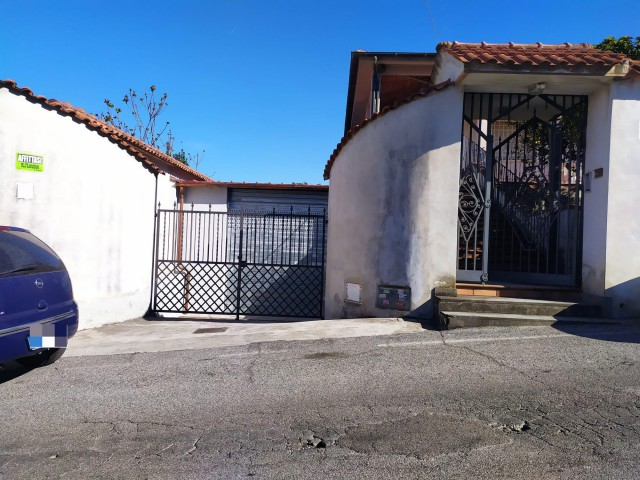 Deposito Magazzino in Affitto a Roma via Pietro Castelli Alessandrino