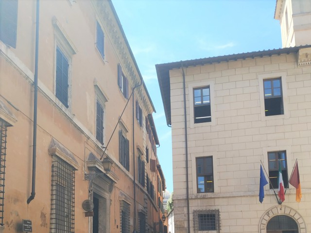 Appartamento in Affitto a Roma via San Angelo in Pescheria 6 Centro Storico