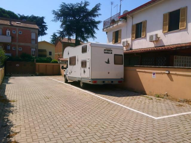 Box Posto Auto in Affitto a Roma via Castelvetrano Borghesiana