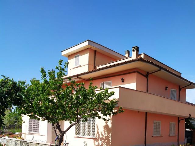 Appartamento in Affitto a Roma via Cassinelle Piana del Sole