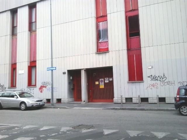 deposito magazzino in affitto a milano via enrico cialdini 114