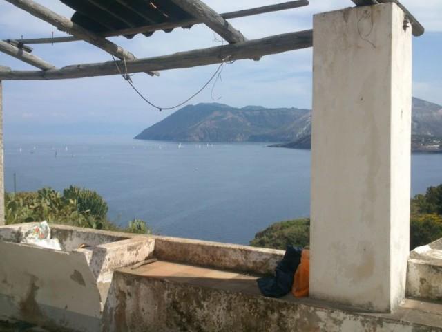 Rustico Casale Corte in Vendita a Lipari via Capistello Cappero