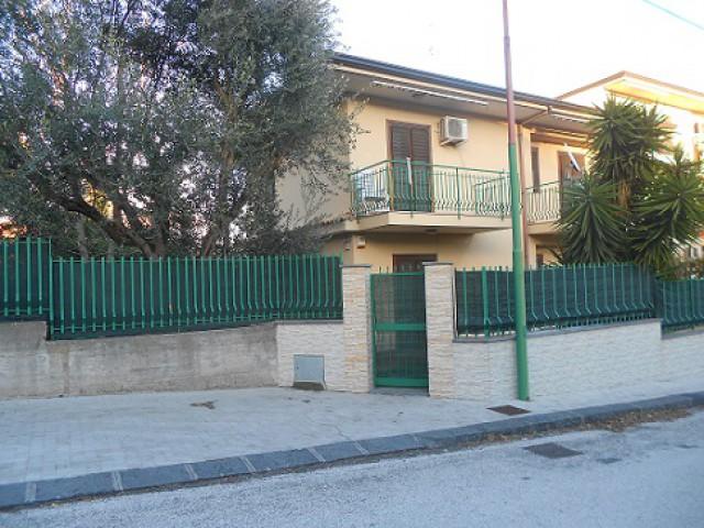 villa schiera in valverde foto1-71088476