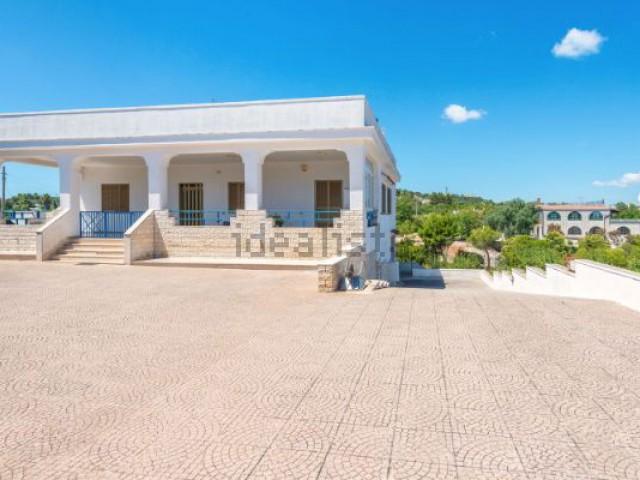 villa in vendita ad ostuni via carovigno foto1-78799102