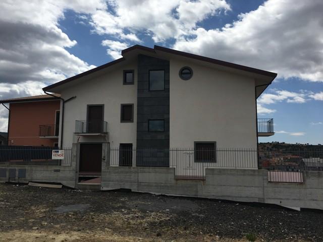 Villa in Vendita a Bronte Contrada Borgonuovo Borgonovo