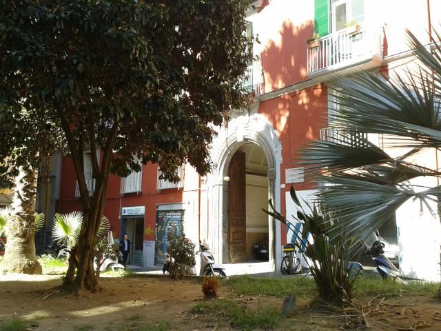 locale commerciale in affitto a napoli piazza s maria la nova 13 foto1-80806817