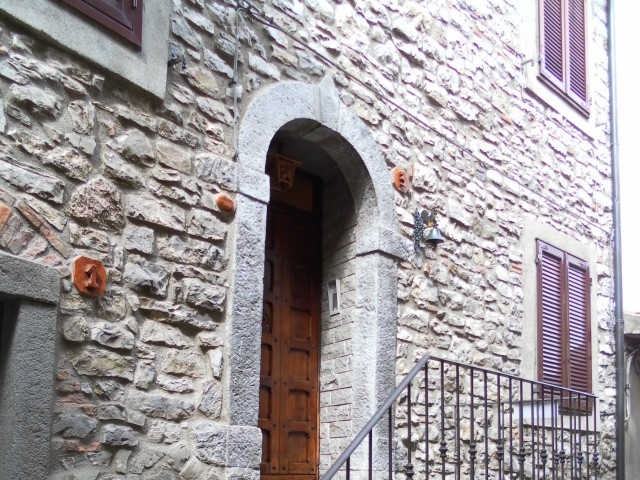 Casa Indipendente in Vendita a Castell'azzara via Tevere 3
