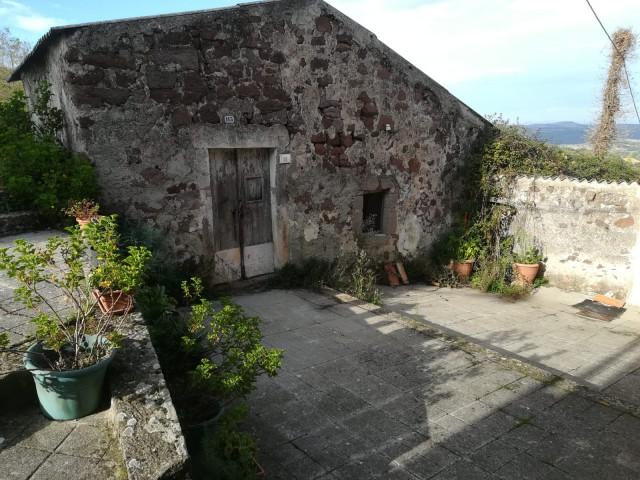Rustico Casale Corte in Vendita a Villanova Monteleone