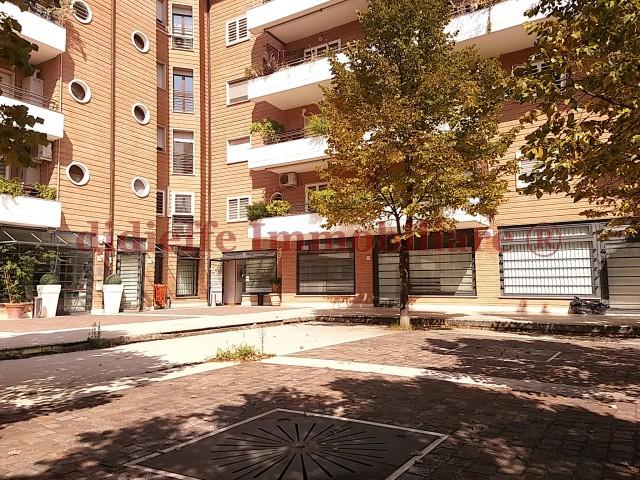 LOCALE COMMERCIALE IN AFFITTO A ROMA 3500€ 193mq 6vani
